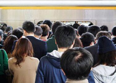 満員電車で繰り広げられる不毛な椅子取りゲーム